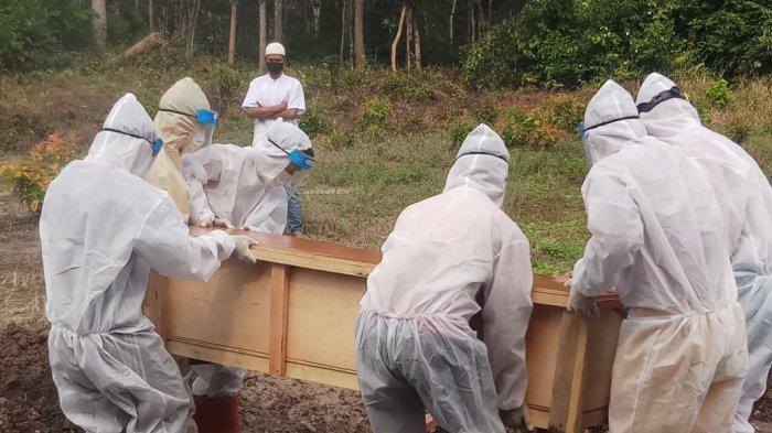 Kabupaten Bangka hari ini, Jumat (30/04/2021) menambah satu orang pasien terkonfirmasi positif Covid-19 meninggal dunia, yakni S (52), laki-laki warga Desa Labu Kecamatan Puding Besar, bekerja sebagai guru ASN.