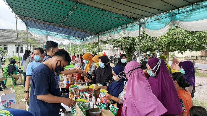 Warga Kulur Sambut Antusias Pasar Murah yang Digelar Disperindagkop Bangka Tengah