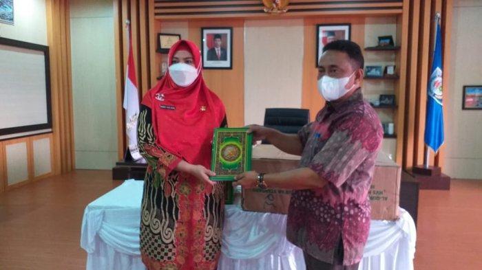 Terima Bantuan Alquran, Wabup Debby Akan Distribusikan ke Masjid, Ponpes dan Guru Ngaji