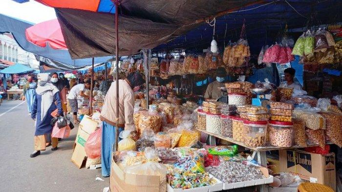 Pedagang Kue Lebaran Mulai Padati Pasar Ratu Tunggal, Kadis UMKM dan Perdagangan Dilema