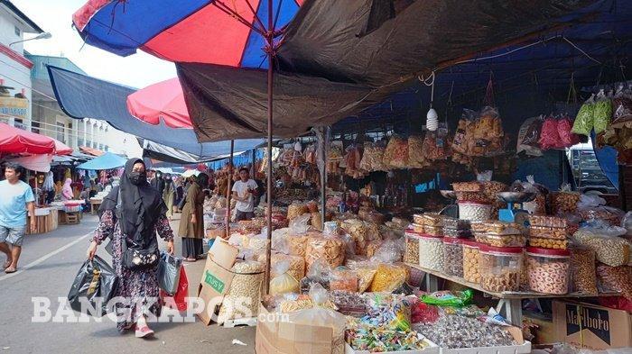 Lapak Pedagang Dadakan Mulai Padati Jalan Pasar Ratu Tunggal, Hingga Kini Belum Ada Solusi