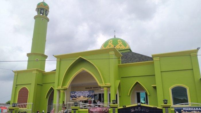 Masjid Sabilul Muhtadin Dengan 12 Pilar Mengandung Filosofi Islami Bertuliskan Lafaz Allah