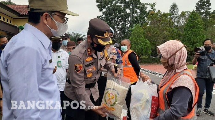 Dapat Sembako, Ani Bersyukur Doakan Terbaik Bagi Polres Bangka Tengah dan Pihak yang Telah Membantu - 20210505-sembako1.jpg