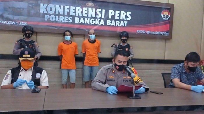Konferensi pers Polres Bangka Barat terhadap dua pelaku penambang, di Gedung Catur Prasetya, Jum'at (07/05/2021)