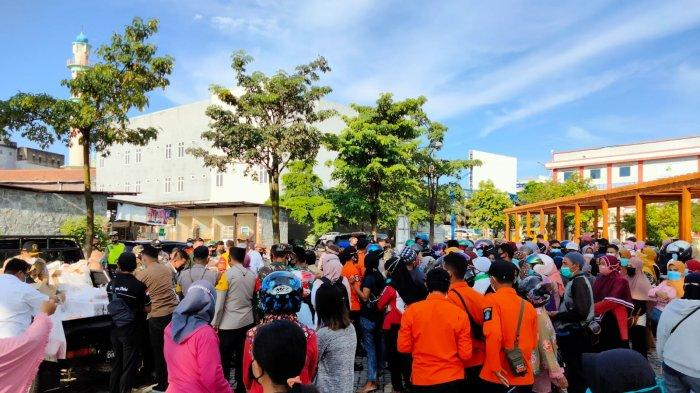 Operasi Pasar Daging Beku di Taman Kota, Konsumen Berkerumun