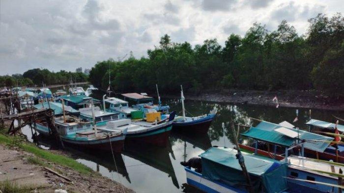 Sambut Lebaran, Nelayan Sungailiat Tambatkan Perahu di Dermaga Sejak H-3