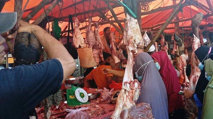 Jelang Lebaran Pengunjung Pasar di Pangkalpinang Membludak, Warga Berburu Ayam dan Daging Sapi