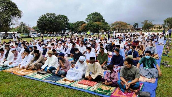 Usai Salat Id di Lapangan Gelora Muntok, Sukirman Mohon Maaf Belum Bisa Open House