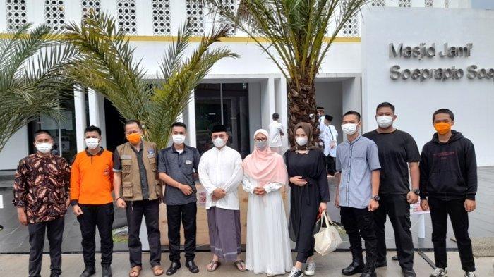 Gubernur Bangka Belitung Salat Id Bersama Istri dan Ketiga Anaknya di Masjid Soeprapto Soeparno