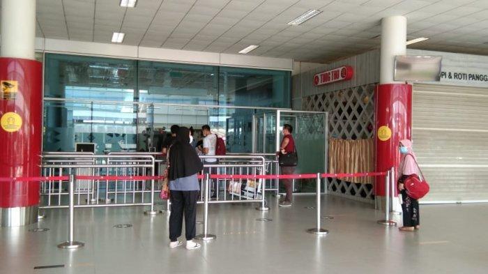 Suasana di Bandara Depati Amir Pangkalpinang, Minggu (16/5/2021).
