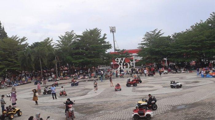 Objek Wisata di Pulau Bangka Ditutup, Masyarakat Pilih Bertamasya di Alun-Alun Taman Merdeka