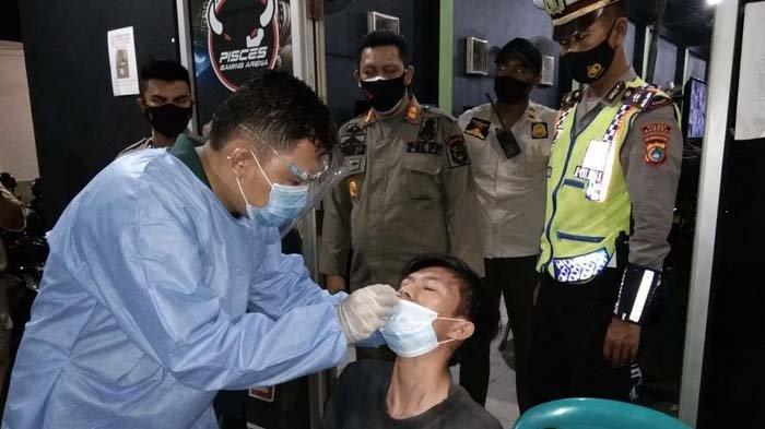 Operasi Yustisi 20 Pengunjung Warkop Diswab Antigen, Begini Hasilnya