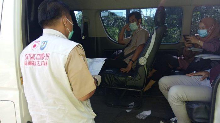 Pemeriksaan kepada pengendara maupun penumpang kendaraan yang memasuki wilayah Toboali demi mencegah penyebaran Covid-19