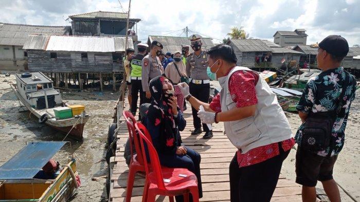 Polres Bangka Selatan dan Puskesmas Toboali Rapid Test Penumpang dan Awak Kapal di Pelabuhan Tikus