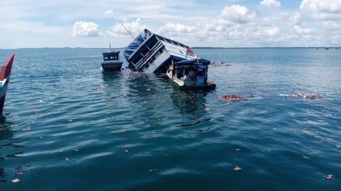 Kondisi KM Harapan Kita tenggelam di perairan laut Belitung, Senin (31/5/2021).