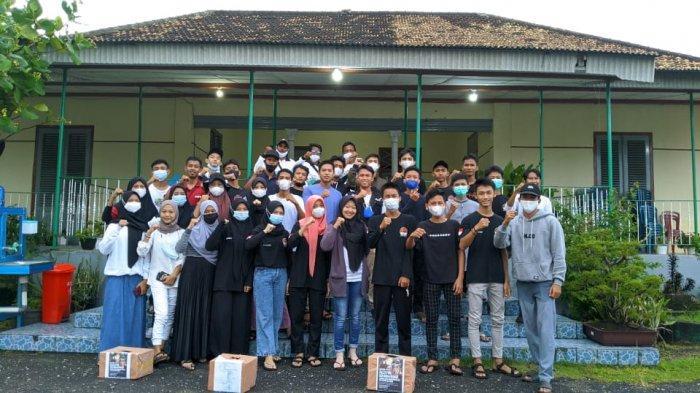 Para pemuda di Kecamatan Belinyu Kabupaten Bangka yang terhimpun dalam sejumlah organisasi melakukan aksi donasi Bela Palestina dengan melakukan aksi penggalangan dana.