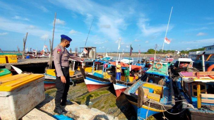 Cegah Aksi Kriminalitas, Sat Polair Polres Bangka Barat Lakukan Patroli di Pelabuhan Ikan Muntok