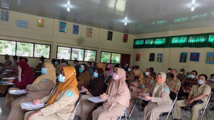 Pemkab Bangka melalui Dinas Pendidikan Kepemudaan dan Olahraga Kabupaten Bangka melaksanakan Sosialisasi Asesmen Nasional bagi tenaga pendidik tingkat SMP di ruang serbaguna SMPN 5 Sungailiat, Senin (07/06/2021).