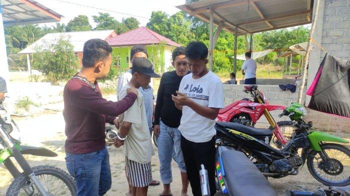 Tim Tupai Polres Bangka Tengah berhasil meringkus Ubek, pelaku pencuri HP di Desa Lubuk Besar, Rabu (09/06/2021)