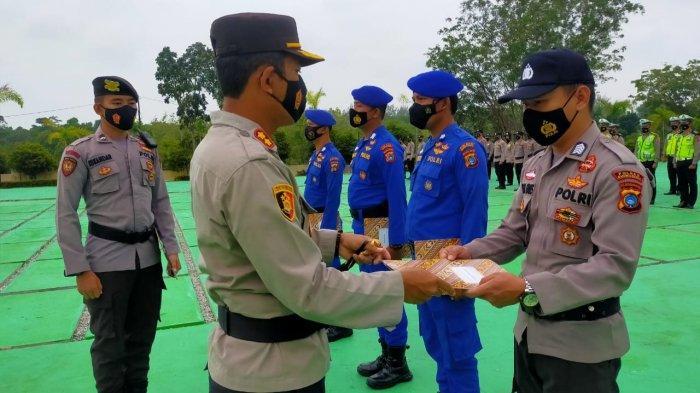 Amankan Senpi Rakitan, Personel Polres Bangka Barat Dapat Penghargaan