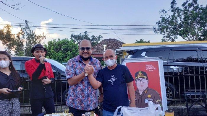 Wali Kota Beri Kejutan Ulang Tahun Untuk Kepala Kejari Pangkalpinang, Kue dengan Lilin Angka 17