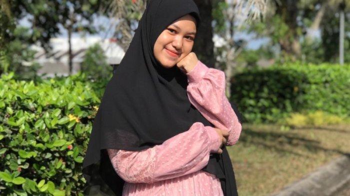 Berbisnis Sejak Mahasiswi, Helen Raup Omzet Jutaan Rupiah dari Jualan Hijab dan Pakaian Muslimah