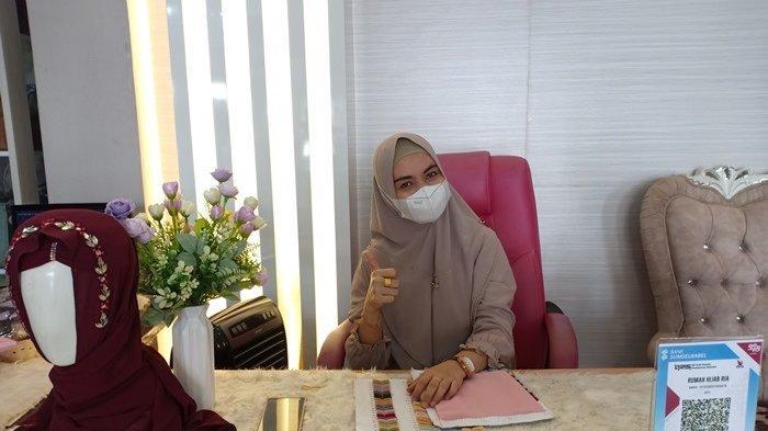Resign Jadi Karyawan Bank, Ibu Muda Ini Banting Setir Jualan Hijab, Dulang Omzet Rp15 Juta Per Bulan