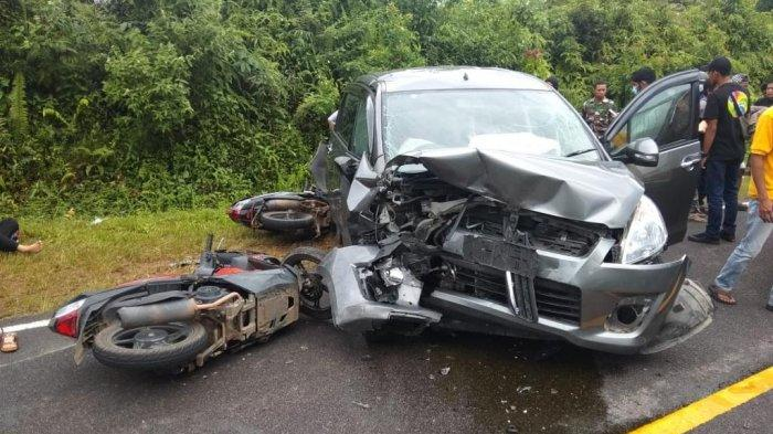 Detik-detik Kecelakaan Beruntun di Desa Dendang Bangka Barat, Libatkan Tiga Mobil dan Dua Motor - 20210611-lakalantas-2.jpg