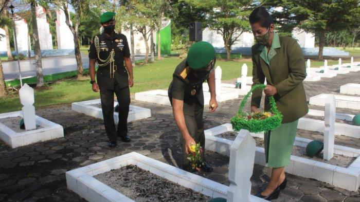 Hormati Jasa Pahlawan Danrem 045/Gaya dan Jajaran Ziarah ke Makam Pahlawan Pawitralaya
