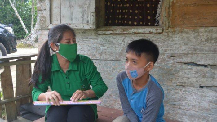 HUT ke-11 Korem 045/Gaya, Ny Deasy M Jangkung Berbagi kepada Anak Kurang Mampu