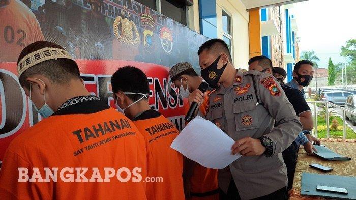 Aprian (33) saat ditanya Wakapolres Pangkalpinang Kompol Teguh Setiawan, di konferensi pers di Halaman Polres Pangkalpinang, Selasa (15/6/2021
