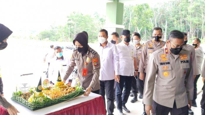 Danrem 045/Gaya Brigjen TNI M Jangkung Widyanto, bersama para Kasi Kasrem mendapat Surprise dari Kapolda Kepulauan Bangka Belitung, Irjen Pol Anang Syarif Hidayat, Selasa (15/6/2021),