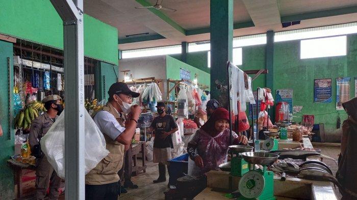 Satgas Covid-19 Ingatkan Pedagang Pasar dan Pengunjung Untuk Terus Gunakan Masker