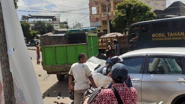 Kecelakaan beruntun melibatkan, dua mobil truk, pengendara motor dan mobil Honda CRV di Jalan Raya Koba, Kampung Dul, Pangkalanbaru, Bangka Tengah, atau tepatnya di depan SPBU 24 331115, Jumat (18/6/2021) pagi