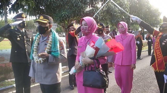 Prosesi Pedang Pora Sambut AKBP Joko Isnawan di Mapolres Bangka Selatan