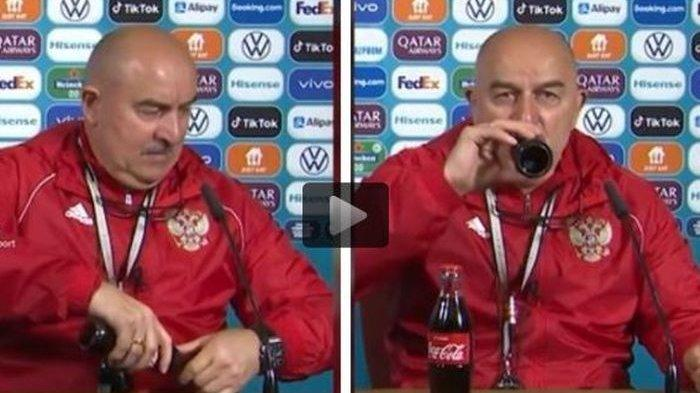 Kebalikan dari Cristiano Ronaldo, Pelatih Rusia Malah Tenggak Coca Cola di Jumpa Pers Euro 2020