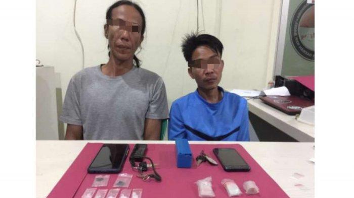 Kedua orang penyalahgunaan narkotika jenis sabu-sabu dan barang bukti diamankan Tim Kalong Satresnarkoba Polres Pangkalpinang, Senin (21/6/2021)