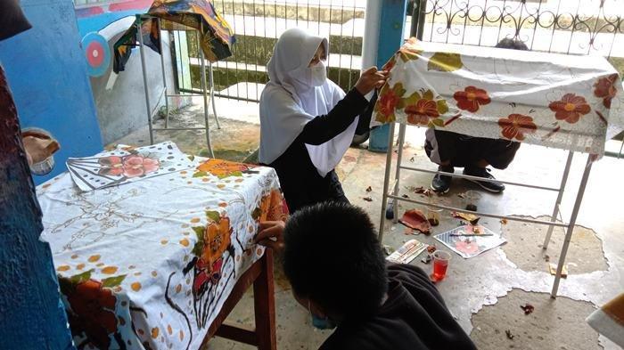 Mural dan Batik Karya Siswa SMAN 1 Pemali di Tengah Pandemi Covid-19