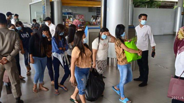 Sepuluh Pekerja Seks Komersial (PSK) di Teluk Bayur hari ini dipulangkan ke kampung halamannya, Rabu (23/6/2021)/ist Efran