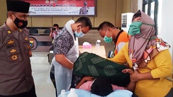 """Endi Santai Usai Ikut Sunatan Massal di Polres Bangka Barat, """"Sakit, Tapi Sedikit Saja"""""""