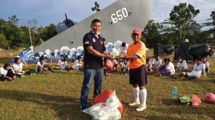 Ketum Asprov PSSI Bantu Bola Untuk Tim Sepakbola Wanita Bangka Belitung