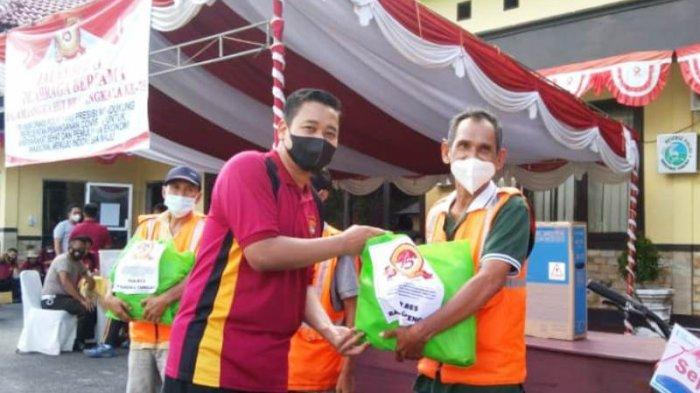 Polres Bangka Tengah Bagikan 130 Paket Sembako, Peringati HUT ke-75 Bhayangkara