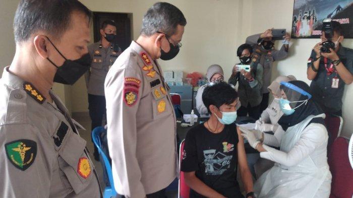 RS Bhayangkara Dipadati Warga, Kapolda Bangka Belitung Puas Animo Masyarakat Divaksin Tinggi