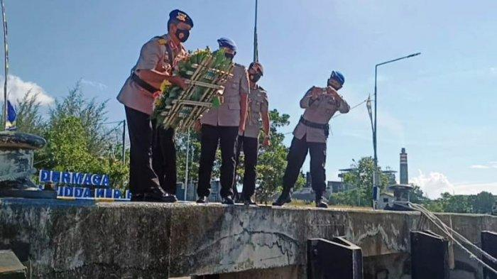 Polda Babel Tabur Bunga di Dermaga Polairud untuk Mengenang Jasa dan Teladan Pahlawan