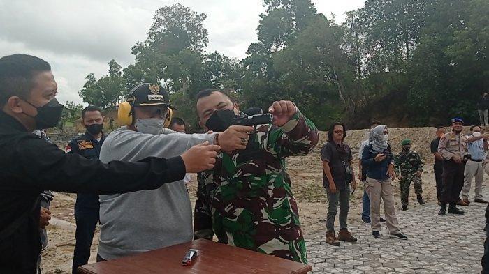 Pertama Kali Menembak, Bupati Bangka Barat Akui Tak Semudah Bicara