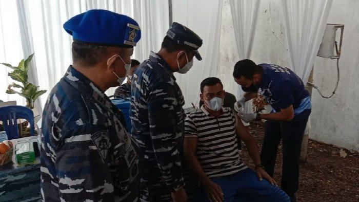 Lanal Babel Laksanakan Giat Serbuan Vaksin di Sungailiat Kab. Bangka (30/06).