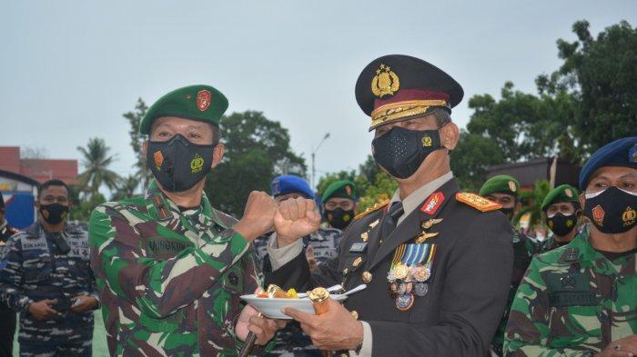 Kamis (1/7/2021) sekira pukul 05.30 WIB, Polda Bangka Belitung dikuasai TNI dari tiga Matra. Mulai dari pintu gerbang hingga pos penjagaan semua dikuasai TNI bersenjata lengkap.