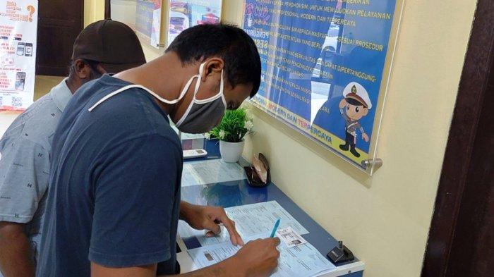 Sodik Warga Toboali Bangka Selatan Senang Perpanjang SIM C Gratis Saat HUT Ke-75 Bhayangkara