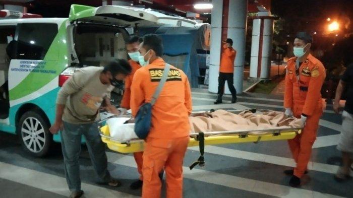 Butuh Waktu Dua Jam Evakuasi Nelayan ke RSUD, Korban Sudah Lemas saat Ditemukan Terapung di Laut