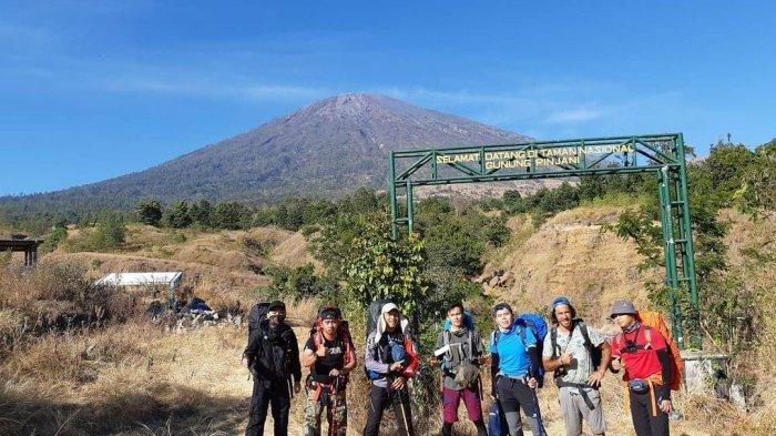 Komunitas Pendaki Amatir Bangka Ajak Pemuda Berani Naik Gunung, Berikan Edukasi Saat Mendaki